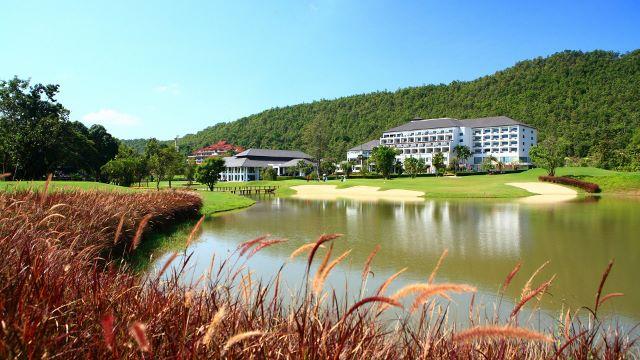 Alpine Golf Resort Chiang Mai - Lake