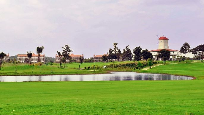 Lake at Happy City Golf Resort Chiang Rai